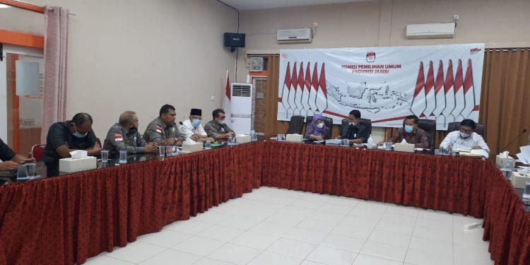Ketua tim relawan RCTI Haris-Sani, Ritas Mairiyanto saat audiensi dengan KPU Provinsi Jambi. (Dok. Lamanesia.com